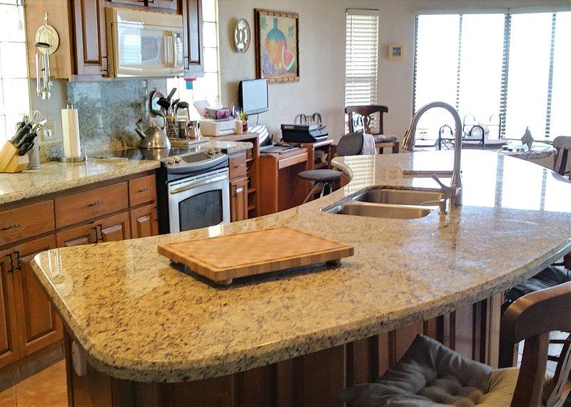 La nostra cucina, con piano in granito di recente installazione, è completamente attrezzata con tutto il necessario.