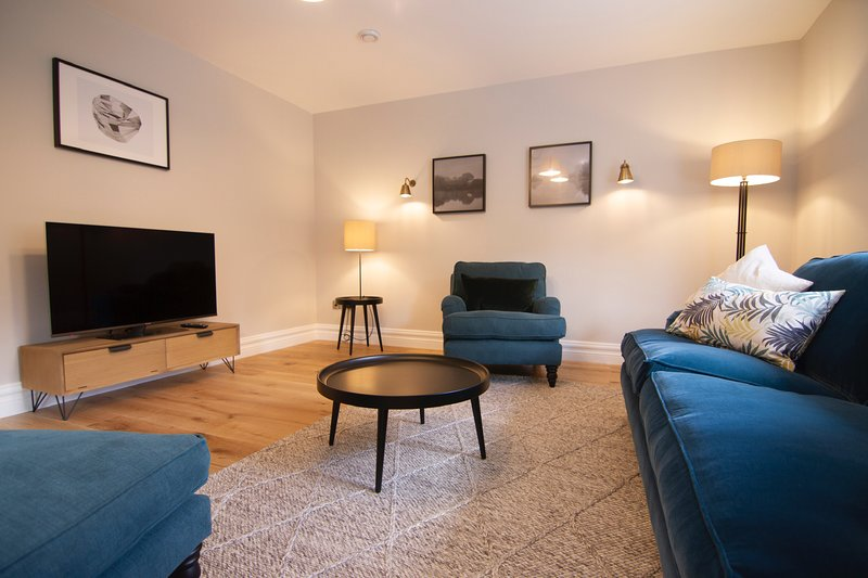 Town Center West End Mews 1 Private Parking, holiday rental in Kilcummin