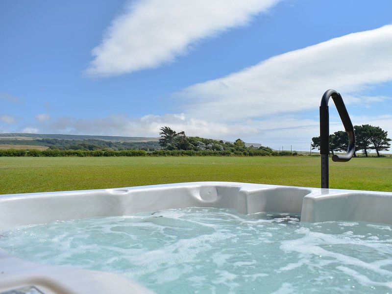 Wisteria Cottage-UK11690, holiday rental in Chale