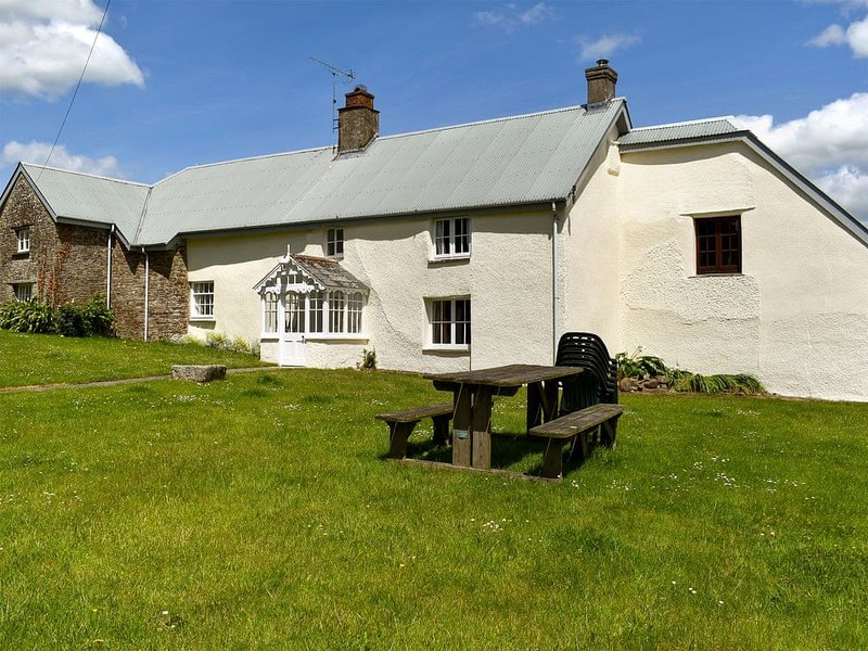 Well Farmhouse, holiday rental in Pyworthy
