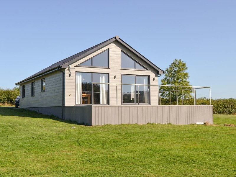 Oak Park Two - UK12921, vacation rental in Stoodleigh