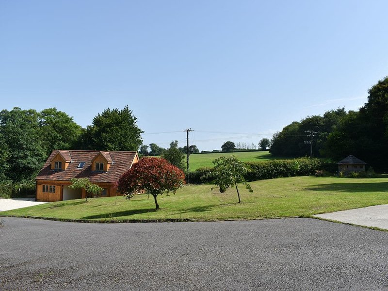 The Bee Hive, holiday rental in Chardstock