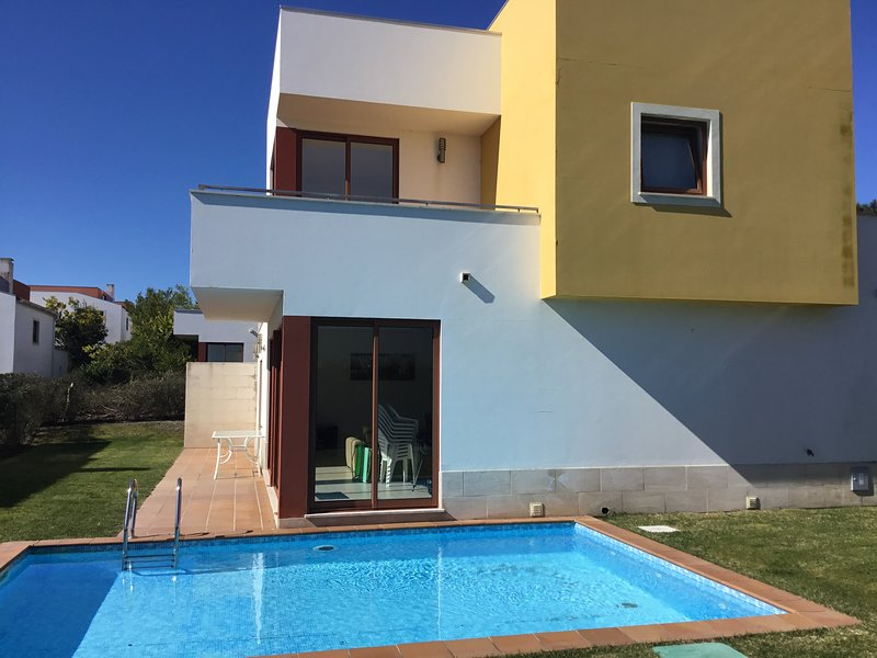 Peaceful villa, private pool, walk to lagoon, vacation rental in Nadadouro