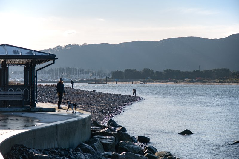 32 Deganwy Beach   Stylish 3 bedroom apartment with Sea Views   Deganwy, holiday rental in Deganwy