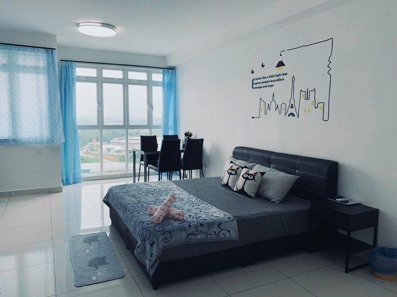 Reasonably Priced Studio at KSL Residences Daya, holiday rental in Taman Molek