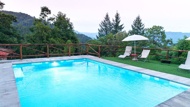 Casa a sola immersa nella natura con piscina privata. Pet free, holiday rental in Castelvecchio