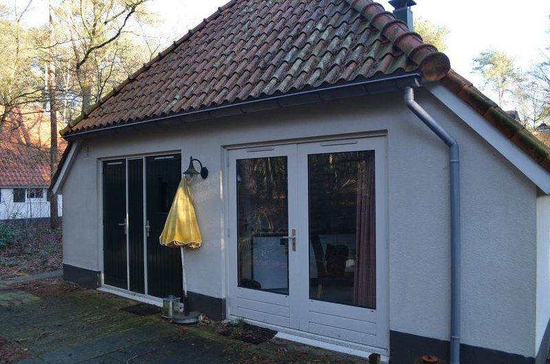 Rustpark 6 persoons vakantiehuis in bos aan rand van park, location de vacances à IJhorst