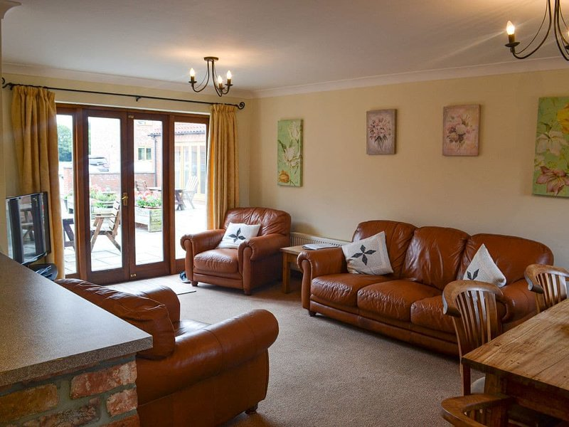 Walnut Cottage - UK12040, vacation rental in Maltby le Marsh
