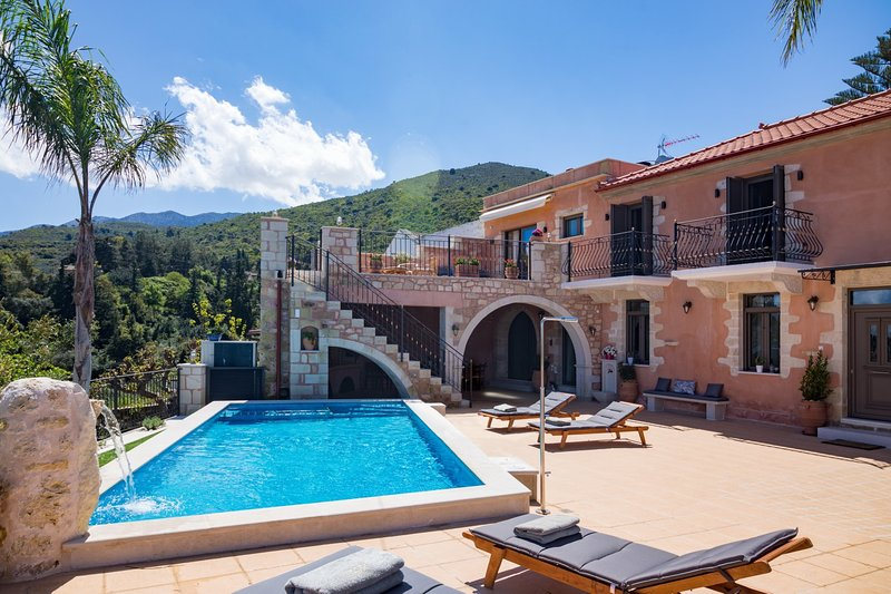Stone Villa★Heated pool with hydromassage corner★Amazing nature view, vacation rental in Agioi Pantes