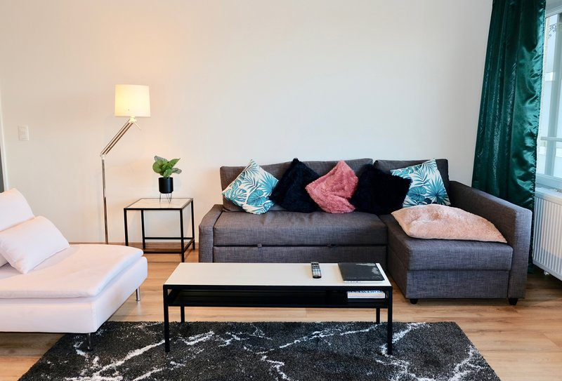 Spacious apt with balcony & Wifi, vacation rental in Jette