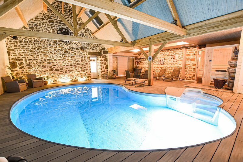 chambres d'hotes 1 la brocherie piscine interieur chauffé spa sauna, vacation rental in Saint-Aignan-de-Couptrain