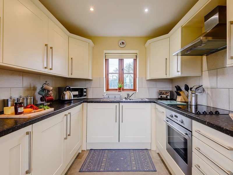 Stylish well-equipped kitchen to rustle up a meal