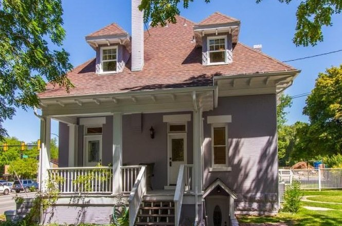 Victorian 1901 Historic House - Back