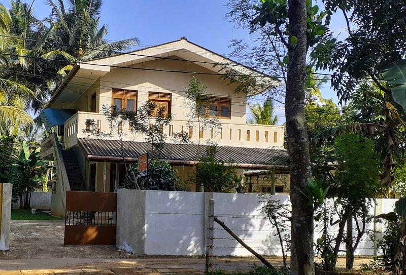 Residence Kuruniya - House with Balcony, aluguéis de temporada em Unawatuna