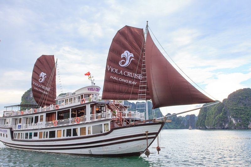HALONG  BAY CRUISES, holiday rental in Hanoi
