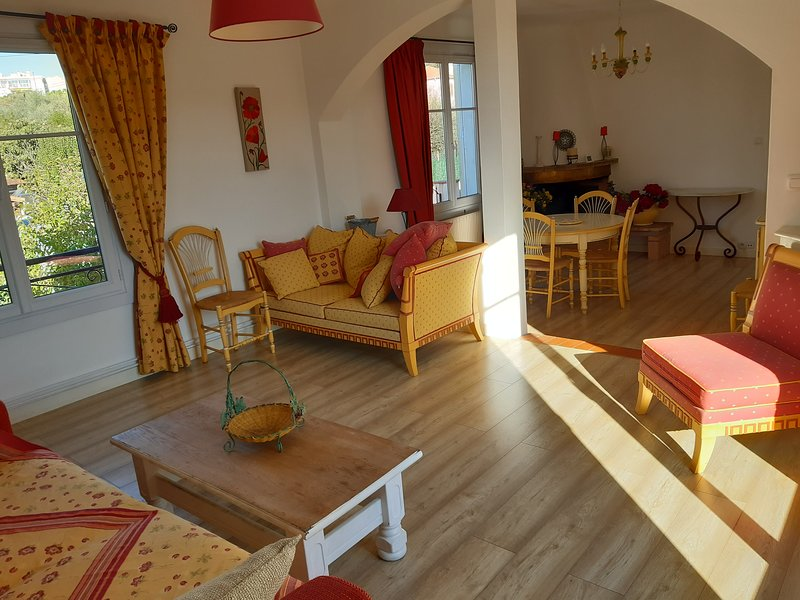 Grand appartement 6 personnes 94 m2, casa vacanza a Le Cannet