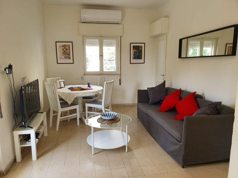 Newly Renovated 2 Bedroom Apartment in Old Katamon, alquiler de vacaciones en Beit Jala