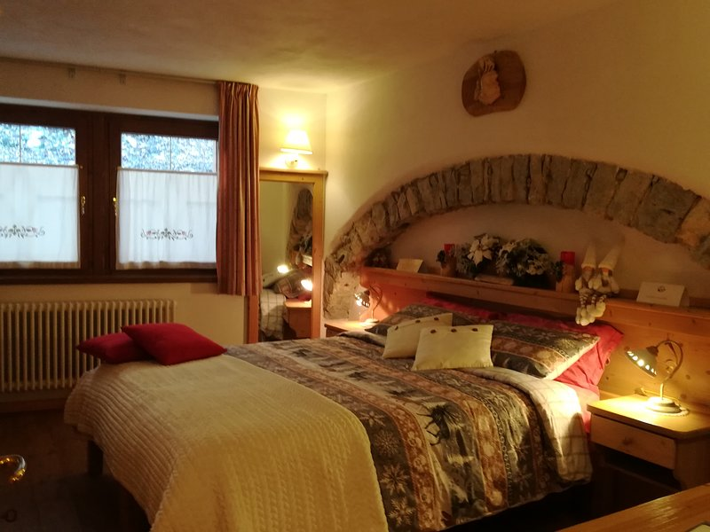 Haus Angelika - casa tipica vacanze in montagna, holiday rental in Velo d'astico