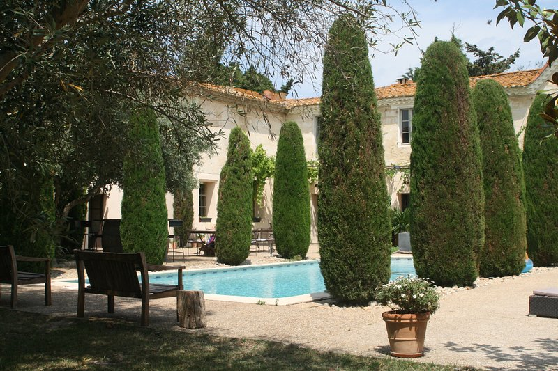 Amazing house with shared pool, holiday rental in Albaron