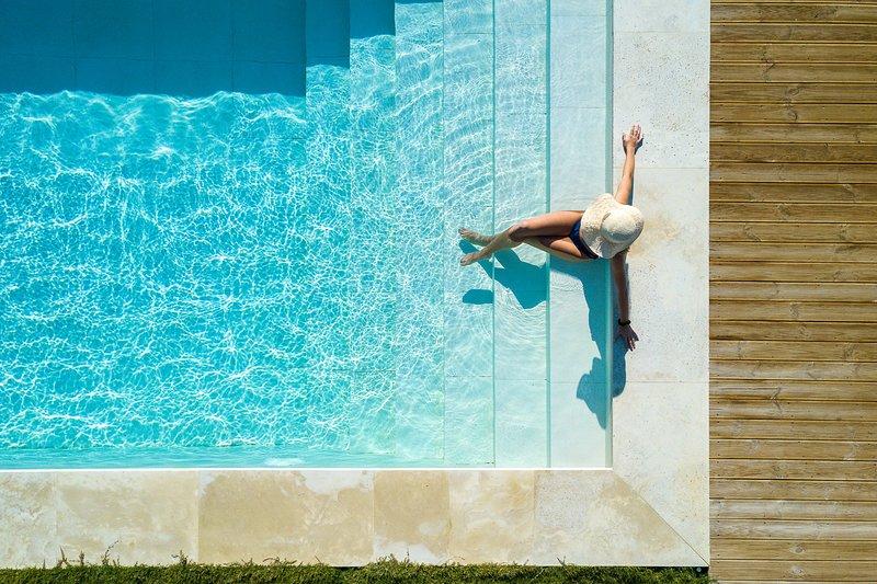 Villa Theano: sea views, salt water eco heated pool, walking distance to beach, location de vacances à Xilokampos