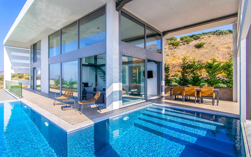 Stunning Villa Blue Ionian with Private Infinity Pool Now With 15%Off Until 18/7, location de vacances à Plataria