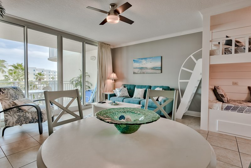Waterscape 4th Flr  B area with Courtyard views - on the beach - New!, alquiler vacacional en Fort Walton Beach
