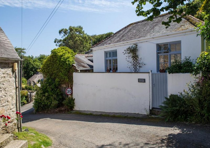 Old Mill Cottage, holiday rental in Gweek