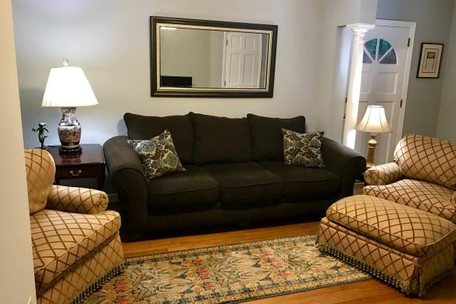 Quaint and Sparkling Clean Condo Near Downtown with Social Distancing Space, holiday rental in Raleigh