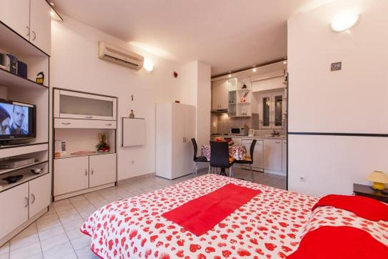 DUPLEX APARTMENT DUBE, holiday rental in Split