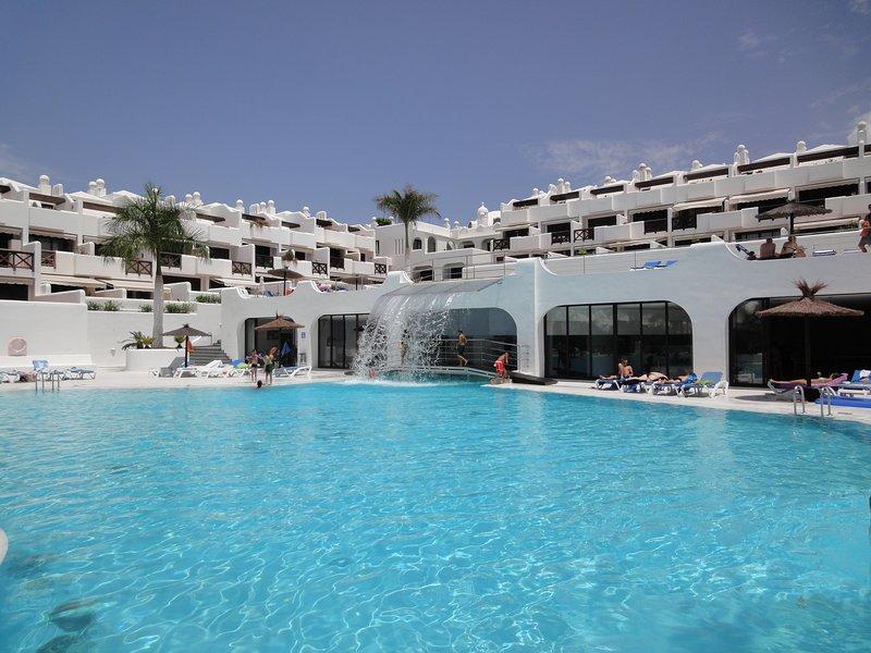 Bungalow Villa Sun, SuperWiFI, Parking, AC, Heated Pool. Work from Tenerife, alquiler vacacional en Playa Paraíso