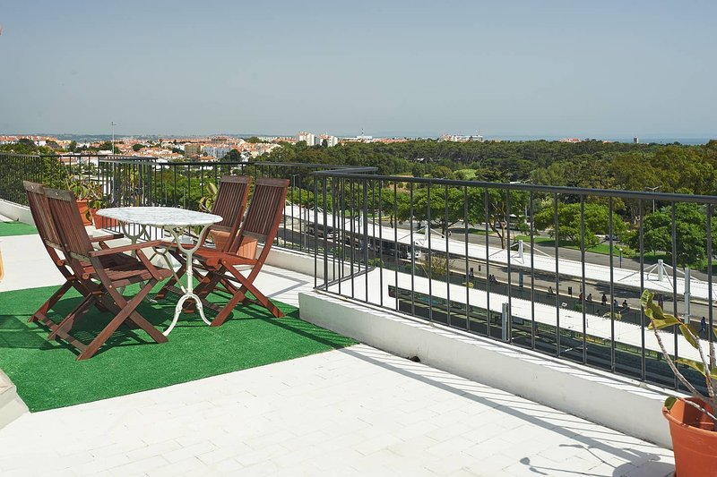 Big apartment with sea view & Wifi, Ferienwohnung in Paco de Arcos