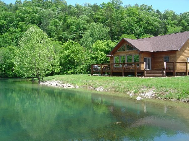 Not your usual Ozarks cabin, holiday rental in Gassville