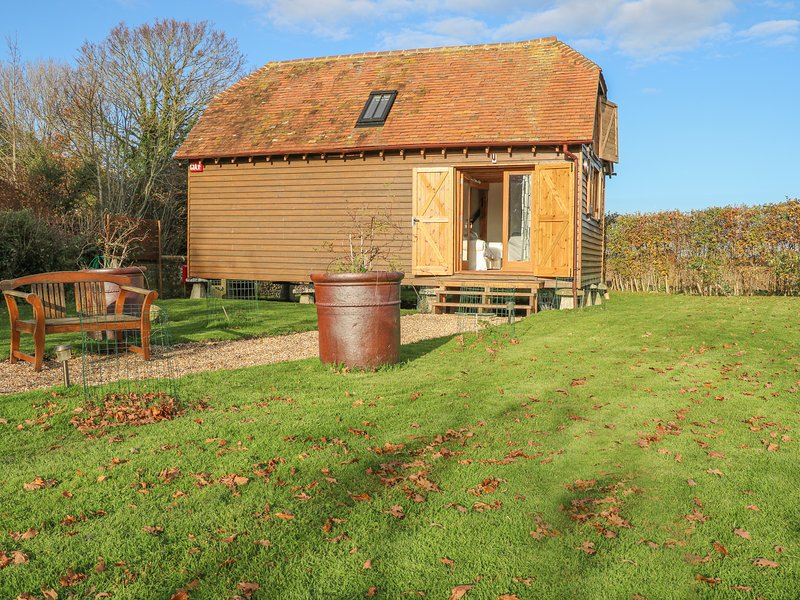 The Granary, Chidham, Between Bosham And Southbourne, West Sussex, holiday rental in Woodmancote