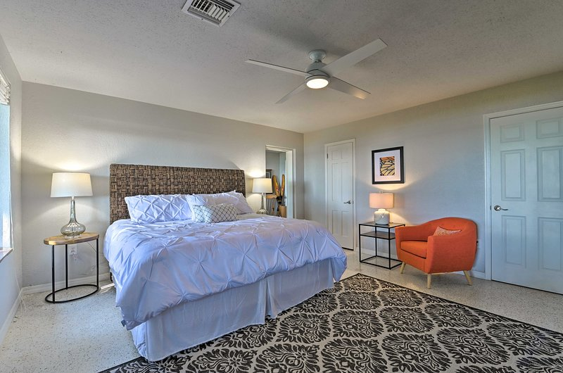 La chambre principale dispose d'un lit king-size.