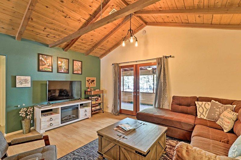 NEW! Prescott National Forest Cabin w/ Game Room!, alquiler vacacional en Mayer