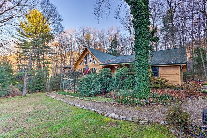 Quaint Apt ~ 5 Miles to Appalachian Trail & Lake!, holiday rental in Elizabethton