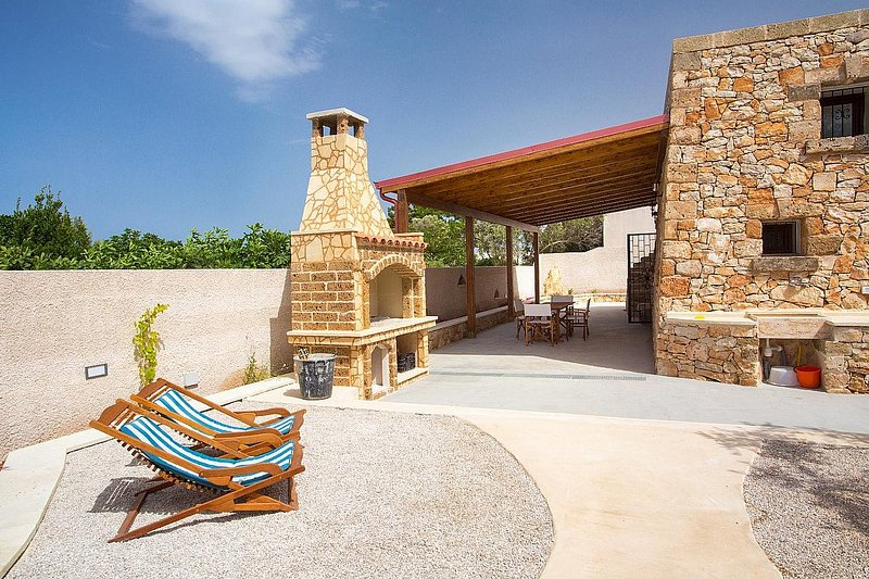 Torre Suda Holiday Home Sleeps 4 with Air Con - 5822122, vacation rental in Torre Suda