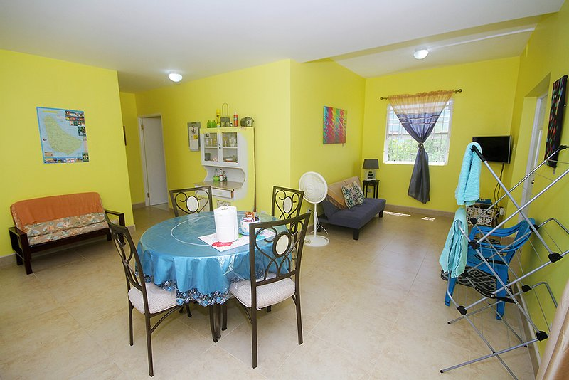 Cozy 1 bedroom apartment with amenities., holiday rental in Hopefield