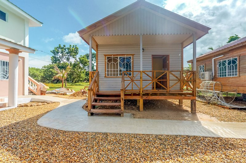 Charming cabana with gated entrance, parking, veranda, partial AC & free WiFi!, vacation rental in Dangriga