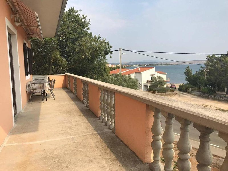 Skiljic Apartment Sleeps 6 with Air Con - 5822134, holiday rental in Seline
