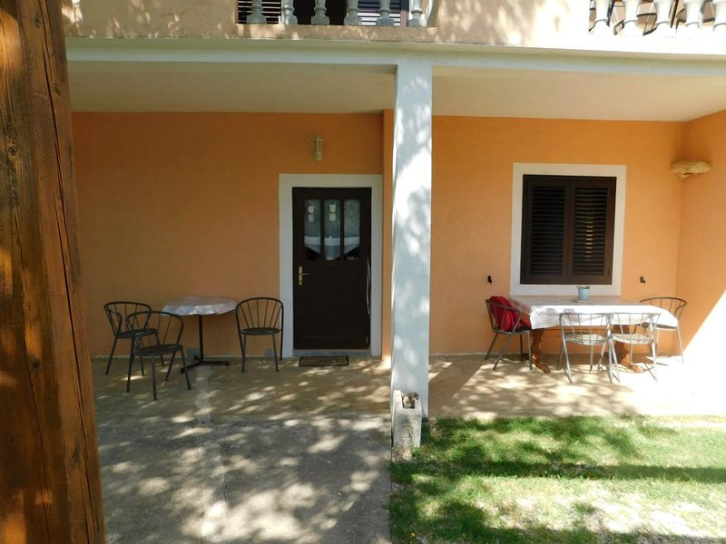 Skiljic Apartment Sleeps 6 with Air Con - 5822136, holiday rental in Seline