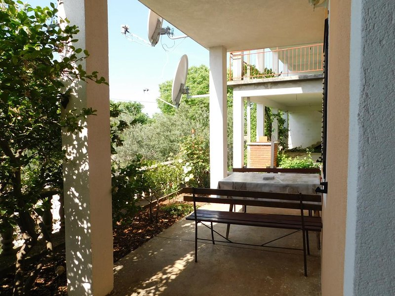Skiljic Apartment Sleeps 4 with Air Con - 5822135, holiday rental in Seline