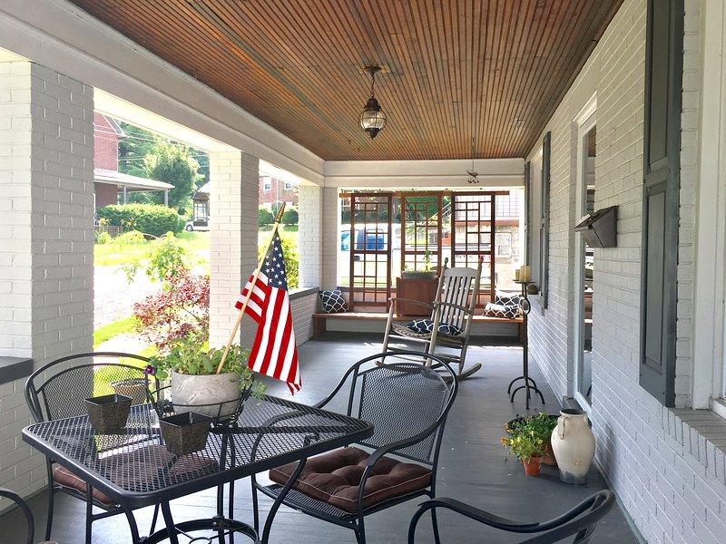 American Classic in the heart of Ligonier, vacation rental in Ligonier