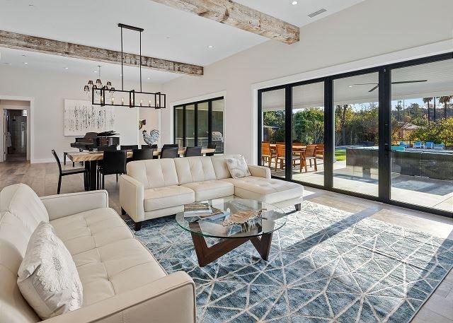 Lavish New Wine Country Estate w/ Pool, Hot Tub & Vineyard in Backyard Oasis!, casa vacanza a Lawndale  Sonoma County