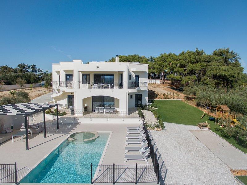 Zentrum Villas | Villa Rokka Guesthouse, holiday rental in Sirili