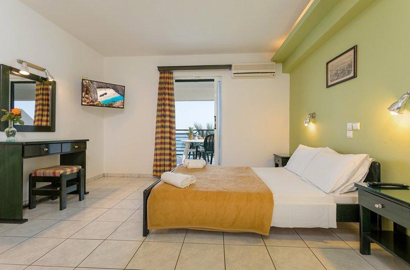 Studio 2+2 guests - Sea View Hotel, holiday rental in Alykes