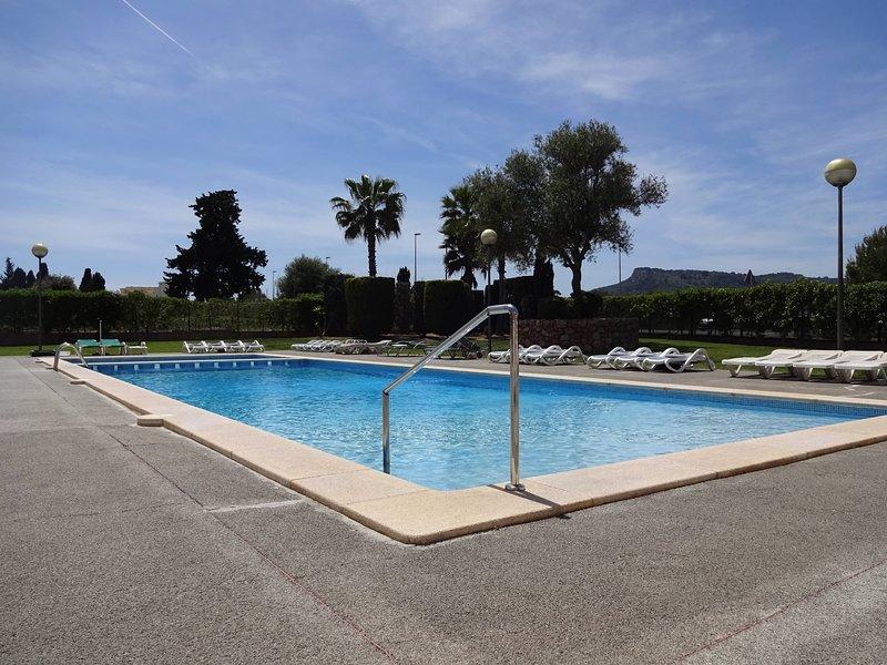 Sunny Spacious Apartment Lili, 1 Bedroom, Swimming-pool, Air-Con, WIFI, nr Beach, location de vacances à Cala Bona