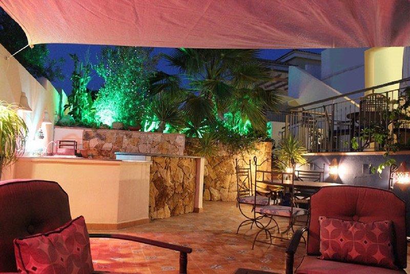 Stunning Villa with Idyllic Moorish Gardens. Plunge Pool and 8 mins to Mojacar, holiday rental in Turre