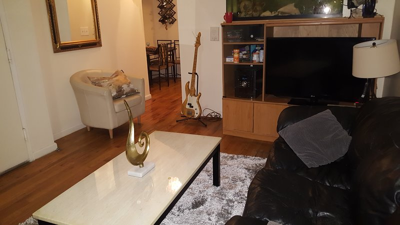 Manhattan Awesome, Extra Fancy Balcony and Garden. AC, wifi, linen & utensils, holiday rental in Edgewater