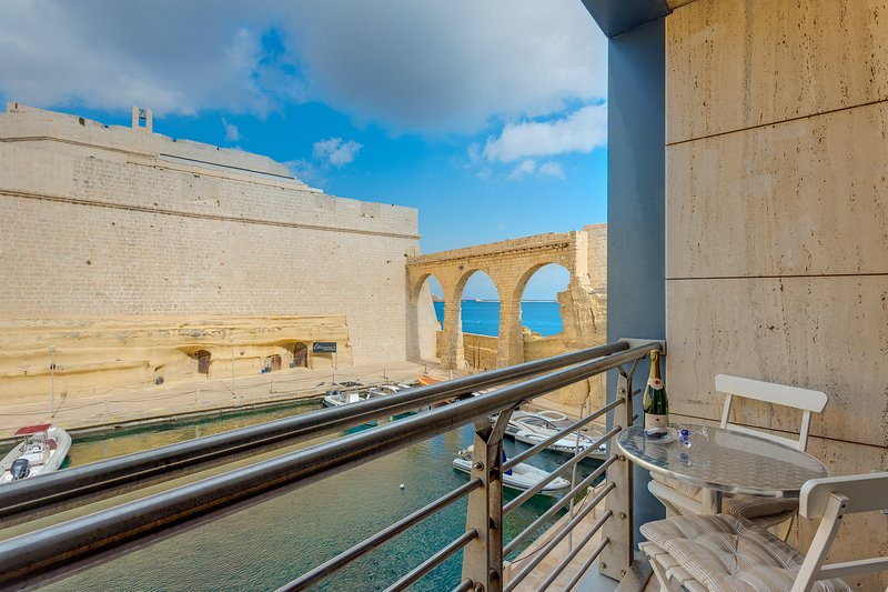 Fort St Angelo Mansions, Harbour Views Apartment (ENHANCED CLEANING PROTOCOL), alquiler vacacional en Birgu (Vittoriosa)
